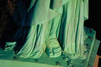 Pies-cadenas-Estatua-de-la-Libertad-e1481134141809